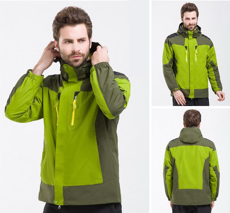 军绿色冲锋衣